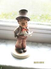 Goebel Hummel Figurine #131 Street Singer