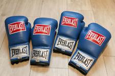 2 pairs fight used Everlast 10oz blue pro boxing gloves + LOA / gants de boxe