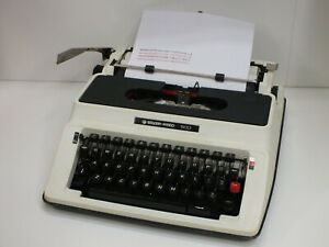 Vintage 1970's Silver Reed 500 Portable Manual Typewriter - Fully Working