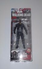 THE WALKING DEAD ** McFARLANE TOYS ** GAS MASK RIOT GEAR ZOMBIE ** SERIES 4