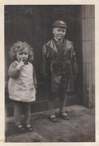OLD PHOTO HUMOUR CHILDREN GIRL PINAFORE BOY MACKINTOSH RAINCOAT CAP BX1
