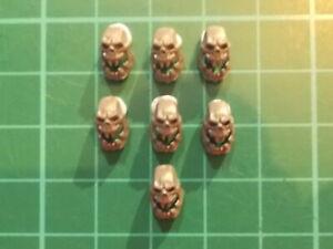 Warhammer 40K - 7 Ork open jaw skulls Base decor - 40k bits