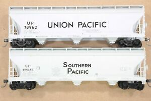 HO Front Range Union Pacific + Southern Pacific 50ft ACF 3-Bay Covered Hoppers