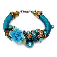 Bracelet femme Soie bleu fleurs et papillons dorés perles romantique