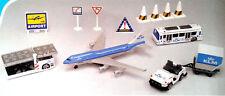 KLM Boeing 747 Airport Flughafen Spielzeug Set 13 Teile NEU B747 für Kinder