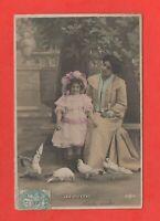 Mère et sa fille - Les pigeons    (C3571)