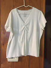 Women's  (Fashion Bug)PERFRCT FIT SIZE 22-24 WHITE V-NECK SHORT SLEEVES TOP