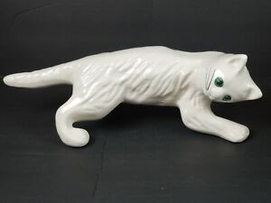 Vintage Camark Wall Climbing White Cat Ceramic Pottery Excellent Condition