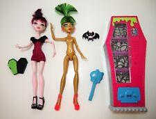 MONSTER HIGH Lot Draculaura Jinafire Vending Machine Pet Bat Dress Shoes Earring