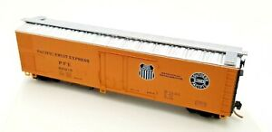 Micro-Trains N Scale Pacific Fruit Express (PFE 300215) 52' Reefer w/ Plug Door