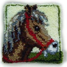 Hobbycraft Horse Latch Hook Rug Kit 30 x 30 cm 15 Bundles Yarn Canvas Decoration