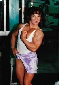 FEMALE BODYBUILDER 80's 90's FOUND PHOTO Color MUSCLE GIRL Original EN 17 13 I