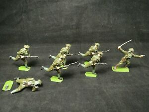 Britains Gas Mask soldiers, 7 pieces, 6 run with rifles, 1 officer with pistol