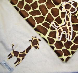 Jannuzzi Snuggle Blanket, NWT, Made in USA, Giraffe, Ivory & Giraffe Print