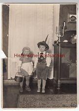 (F12692) Orig. Foto Kinder tauschen Rollen, Ursula als Sepp - Wolfgang als Dirnd