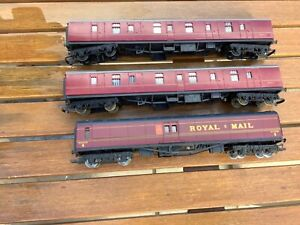 TRIANG AND HORNBY MAROON CARRIAGES.   00 GAUGE