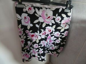 NECESSARY OBJECTS Black/white/pink Patterned Stretchy A-Line Skirt Size S/Petite