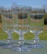 Baccarat - Lot de 3 verres à vin rouge en cristal, décor de bandes gravées.