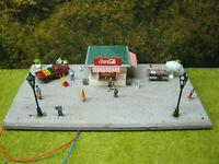 Fußgängerzone, Imbiss Auto Figuren Tisch Bänke LED Laternen Diorama HO H0 1:87