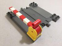 Lego Duplo Bahnübergang mit Schranken Eisenbahn hell-grau schwarz