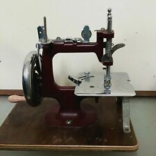 vintage sewing  machine essex miniature 40's to 50's has case and clamp