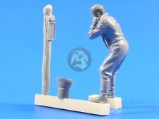 CMK 1/35 Wehrmacht Soldier during Morning Shaving WWII F35223