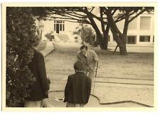 homme jouant au mini golf - photo ancienne amateur an. 1940 50