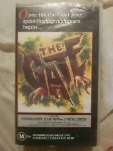 THE GATE. RARE CLASSIC SMALL CASE VHS TAPE HORROR.