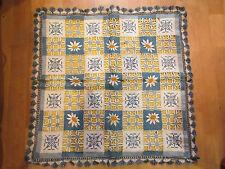 bel ancien grand napperon carré broderie ajouree decor de marguerites
