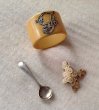 SELECTION OF VINTAGE COLLECTABLE ITEMS NAPKIN RING SPOON CARVING