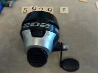 T5929 F ZEBCO MODEL 202   FISHING REEL