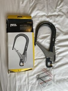 MGO Open 110 Hook 2020 by Petzl