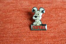 09058 PIN'S PINS BD ASTERIX & OBELIX TOTAL ESSENCE STATION IDEFIX