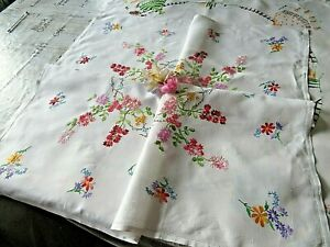 VINTAGE HAND EMBROIDERED TABLECLOTH/ STUNNING TRAILING FLOWER CIRCLE