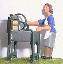 Woman Mangle 1940/50 OF14 UNPAINTED O Scale Langley Models Kit People Figures