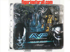 NECA Aliens vs Predator CELTIC PREDATOR & BATTLE DAMAGED GRID ALIEN AvP RIVALRY