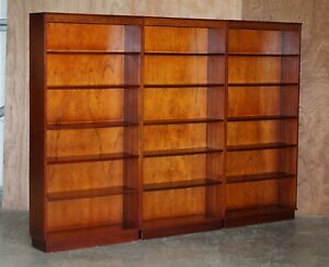 SUITE OF THREE VINTAGE FLAMED MAHOGANY BERESFORD & HICKS LIBRARY BOOKCASES 3
