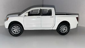 Jada Toys 1:24 Scale High Profile White Nissan Titan 1st Gen 2003-2015 [VHTF]
