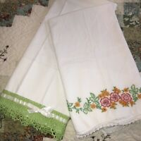 Vintage Lot of 2 Pillowcases Standard Green Crochet Hem Hand Embroidered Floral