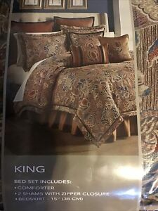 Croscill Brenna King Comforter Set, 4 Pieces, NEW