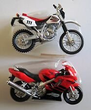Lot de 2 miniatures motos neuves HONDA 1/18 MAISTO