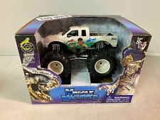 Xrare MUSCLE MACHINES MONSTER TRUCK DIECAST 1/43 Bigfoot The Wolfman Wild USA