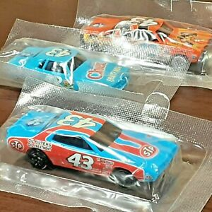 Richard Petty Racing #43 STP NASCAR Hot Wheels Cereal Diecast Car Collection