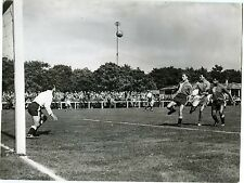 PHOTO LE HAVRE match de foot FOOTBALL joueurs en action circa 1950