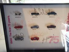 UNIKAT Vitrine mit BMW Herpa Modellen , die ersten 75 Jahre in 1:87 m Autogramme