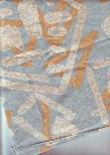 carré de tissu aspect satiné motifs orangé bleu - blanc