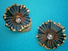 AT900*) Vintage gold tone black red enamel rhinestone flower clip on earrings