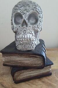 HALLOWEEN/GOTHIC SKULL ON BOOKS ORNAMENT MULTICOLURED NEW