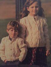 "FK8-Knitting Pattern-CHILDREN 'S Aran Cardigan Cappotti - 22-32"""