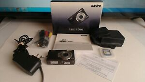 Sanyo VPC T700 7.0MP Digital Camera Battery Cable AC CASE Book 1GB CARD TESTED